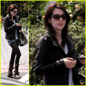 Emma Roberts: Back to Brunette!