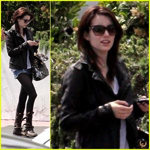 Emma Roberts: Back to Brunette!