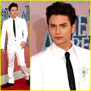 Jackson Rathbone Bends Air in NYC!