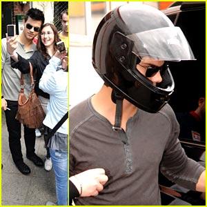Taylor Lautner: Go-Karting in Berlin!