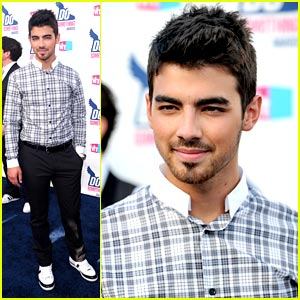 Joe Jonas WINS at Do Something Awards 2010!