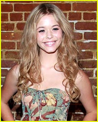 Sasha Pieterse: Beauty Look of the Day