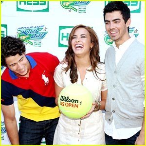 Demi Lovato & Jonas Brothers: Arthur Ashe Kids Day!