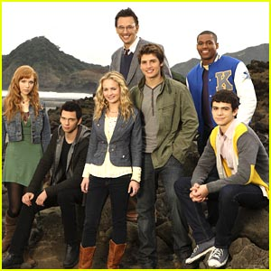 Gregg Sulkin in Avalon High -- FIRST LOOK!