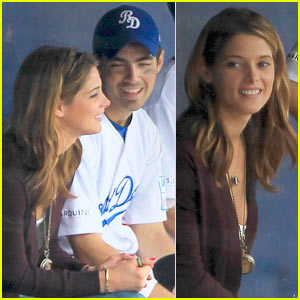 Joe Jonas & Ashley Greene: Dugout Road Dogs!