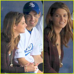 Joe Jonas & Ashley Greene: Dugout Road Dogs!