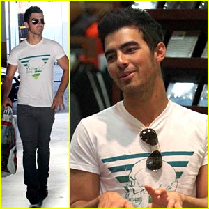 Joe Jonas is an American Rag