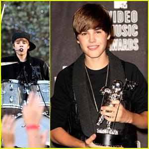 Justin Bieber WINS Best New Artist at MTV VMAs 2010!