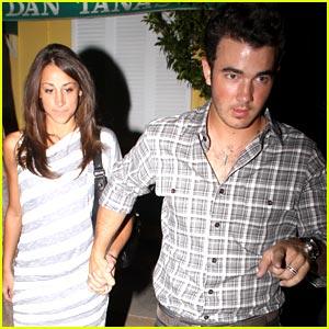 Kevin & Danielle Jonas: Dan Tana's Twosome