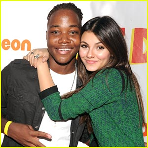 Leon Thomas & Victoria Justice: iCarly-Victorious Cameo Revealed!