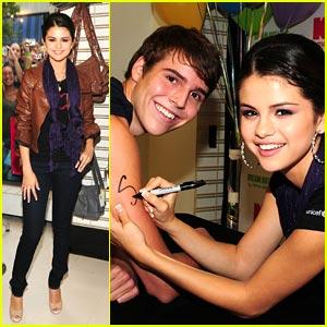 Selena Gomez is Kmart Cute