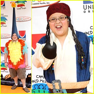Doug Brochu &#038; Rico Rodriguez: Ronald McDonald Halloween Carnival!