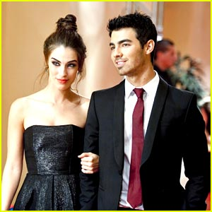 Joe Jonas on 90210 -- FIRST LOOK!