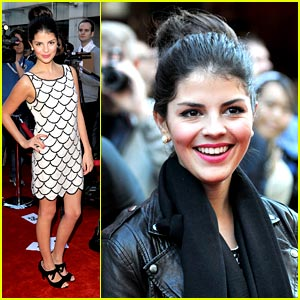 Nikki Yanofsky Walks Canada's Walk of Fame