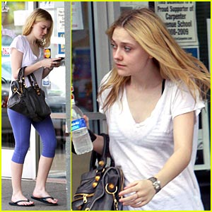 Dakota Fanning & Her 'Furious' Fingers
