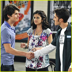 Daniel Samonas Returns to Waverly Place!