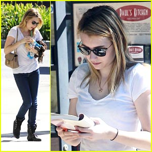Emma Roberts: Reading At The Car Wash