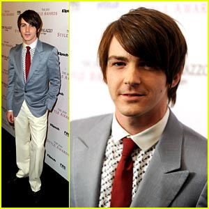 Drake Bell: Battle of the Brothers in Australia!