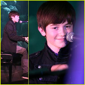 Greyson Chance: 'Waiting Outside The Lines' Video!