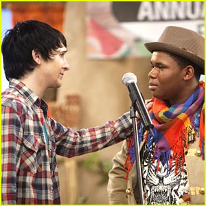 Mitchel Musso SINGS on Pair of Kings!