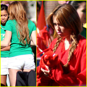 Miley Cyrus: 'Undercover' in Red & Green!
