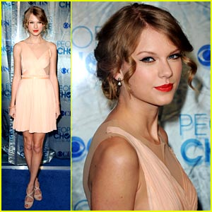 Taylor Swift WINS Favorite Country Artist!