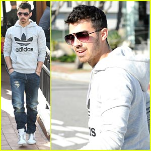 Joe Jonas Comes Back to Urth