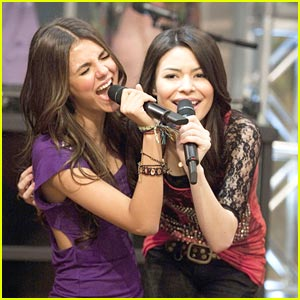 Miranda Cosgrove Parties with Victoria Justice!