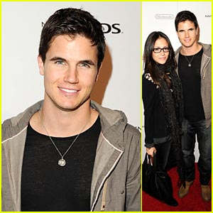 Robbie Amell: Nintendo Night with Italia Ricci!