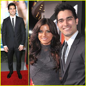 Tyler Hoechlin: 'Hall Pass' Premiere with Rachele Brooke Smith!