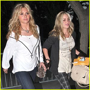 Aly & AJ Michlaka are Lakers Ladies