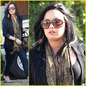 Demi Lovato: Urban Outfitters Shopper