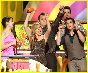 Nathan Kress &#038; Noah Munck: iCarly Wins Fave TV Show!