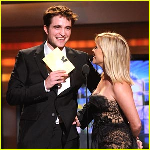 Robert Pattinson: ACM Awards Presenter with Reese Witherspoon!