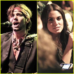 Nikki Reed Catches 100 Monkeys Show!