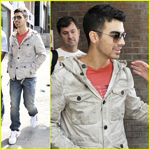 Joe Jonas 'Juices' Up in Liverpool