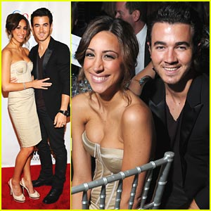 Kevin &#038; Danielle Jonas: Webby Awards 2011