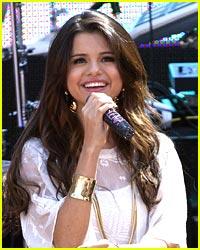 Listen To Selena Gomez' 'Dices'