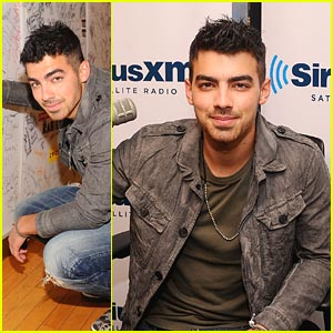 Joe Jonas Stops By Sirius