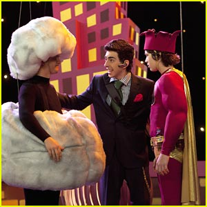 Jason Earles & Leo Howard: Kickin' Commercial!