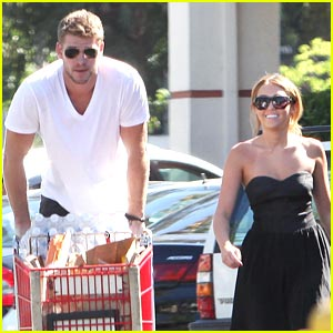 Miley Cyrus & Liam Hemsworth: Trader Joe's Grocery Shoppers