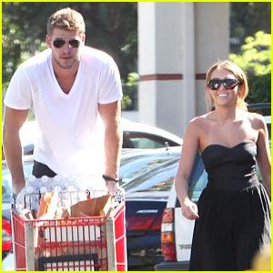 Miley Cyrus & Liam Hemsworth: Trader Joe's Grocery Shoppers