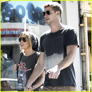 Miley Cyrus & Liam Hemsworth: Saturday Shopping Stop