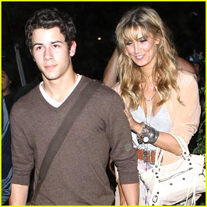 Nick Jonas &#038; Delta Goodrem: Concert Going Couple