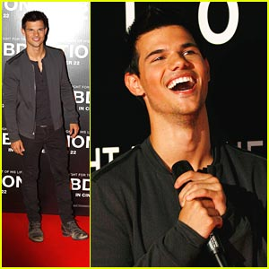 Taylor Lautner Gets 'Abducted' in Melbourne