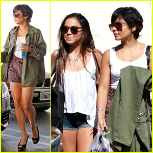 Vanessa &#038; Stella Hudgens: Wasteland Shoppers