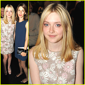 Dakota Fanning: Front Row at Marc Jacobs Fashion Show!