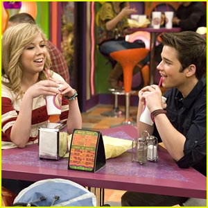 Jennette McCurdy & Nathan Kress: Sam & Freddie are Dating?!