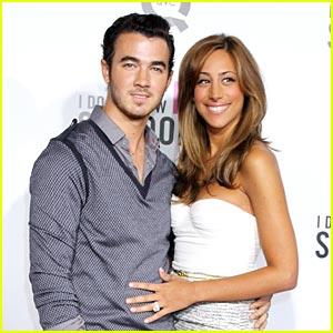 Kevin & Danielle Jonas: 'I Don't Know How She Does It' Premiere