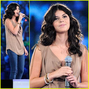Nikki Yanofsky Dreams In Pink